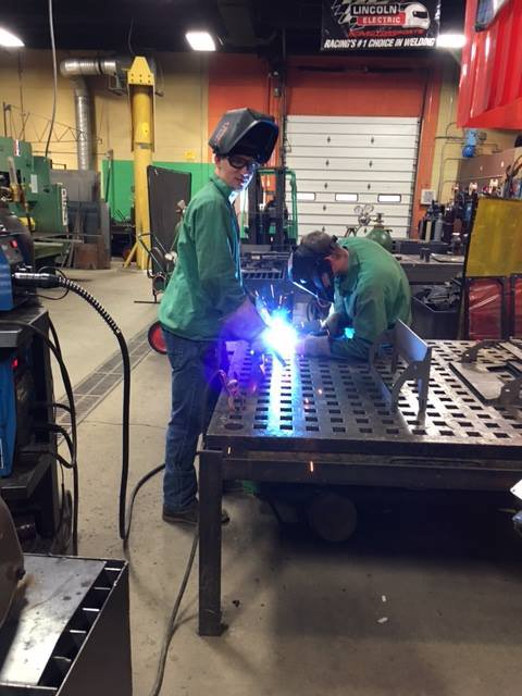 Students-in-welding-class
